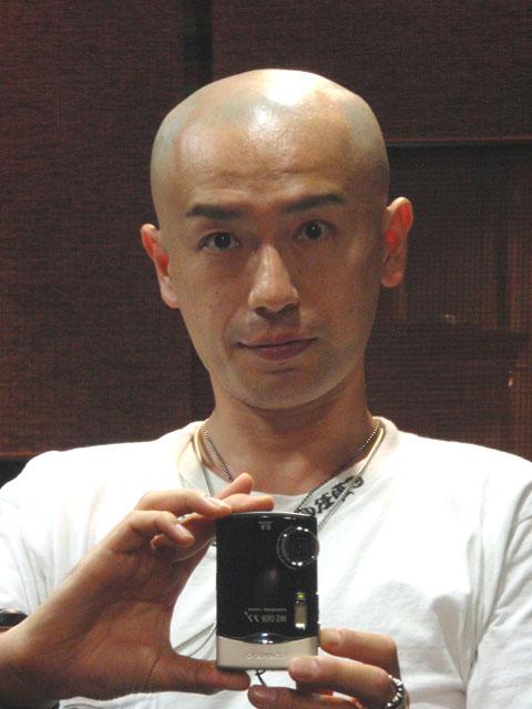頭を剃ったアルヨ~ 頭を剃ったアルヨ~ 8月一杯までに、月商を一千万にするという、 目標を達..