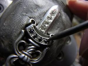 ダイヤをナナコタガネで固定します。