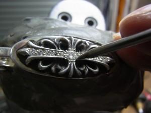 爪をナナコタガネで固定します。