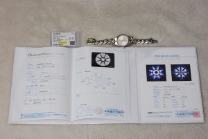 宝石の品質を証明する宝石鑑定書です。