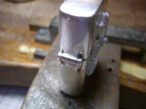 それから、銀の芯をいれて表面をロウ付けします。